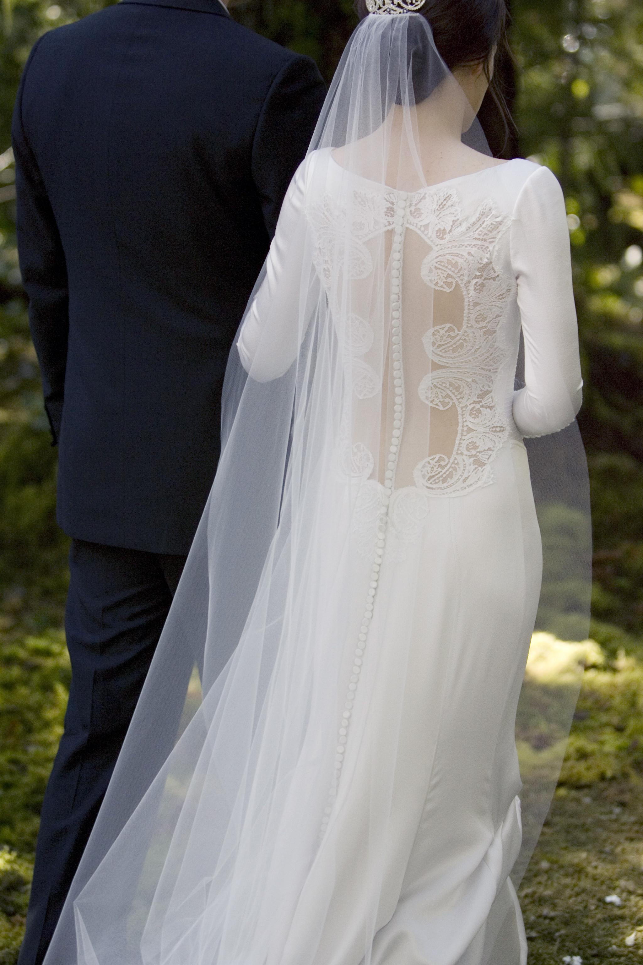Carolina_Herrera_New_York_Twilight_wedding_gown_Bella_Swan_Nov2011_2.jpg