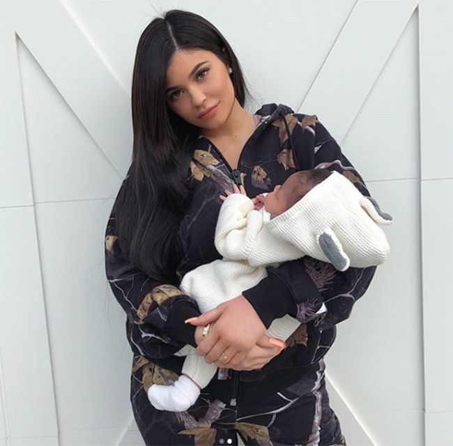 Kylie Jenner com Stormi.jpg