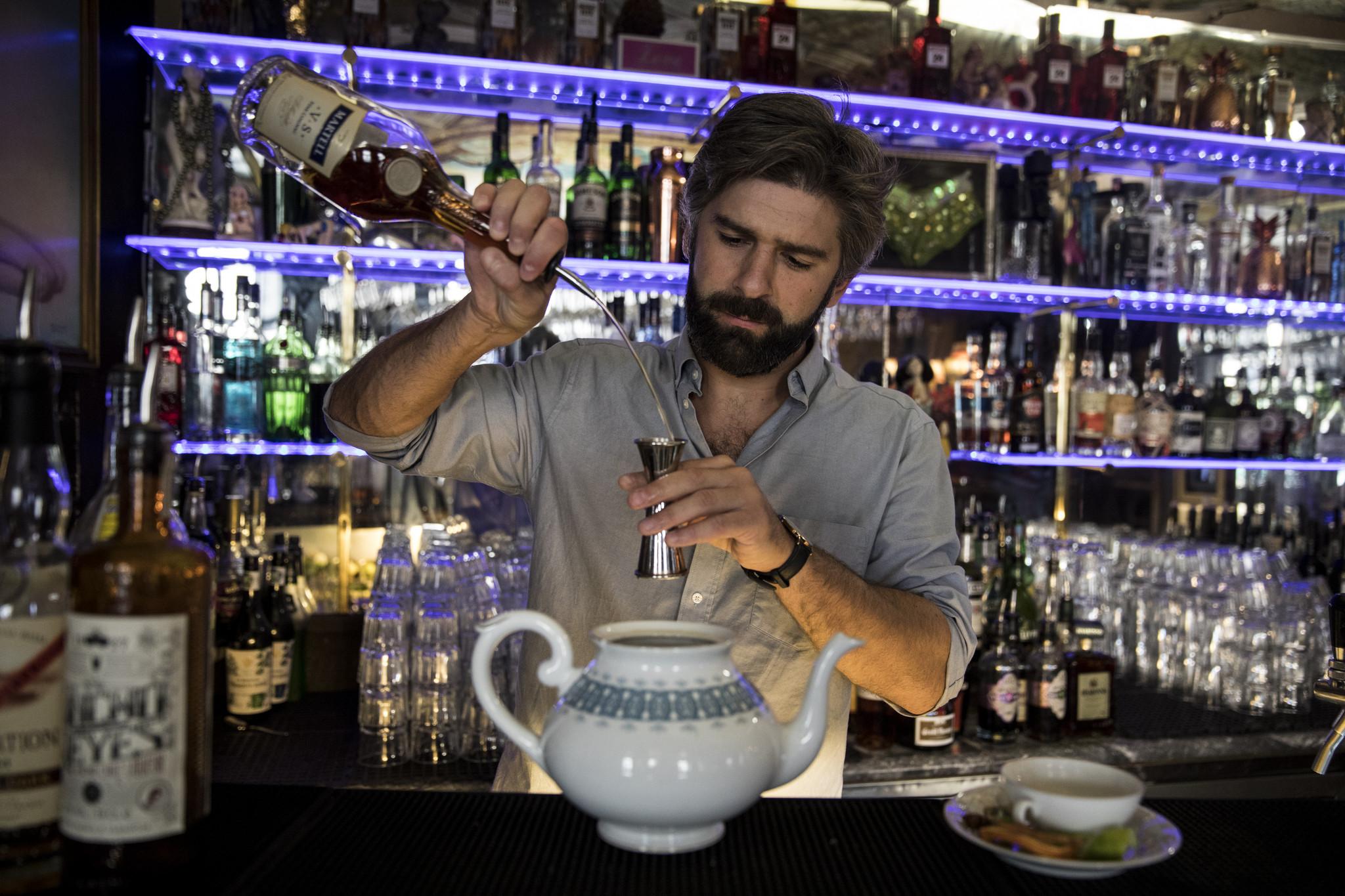 Bar Pensao Amor Lisboa TM5865 .jpg