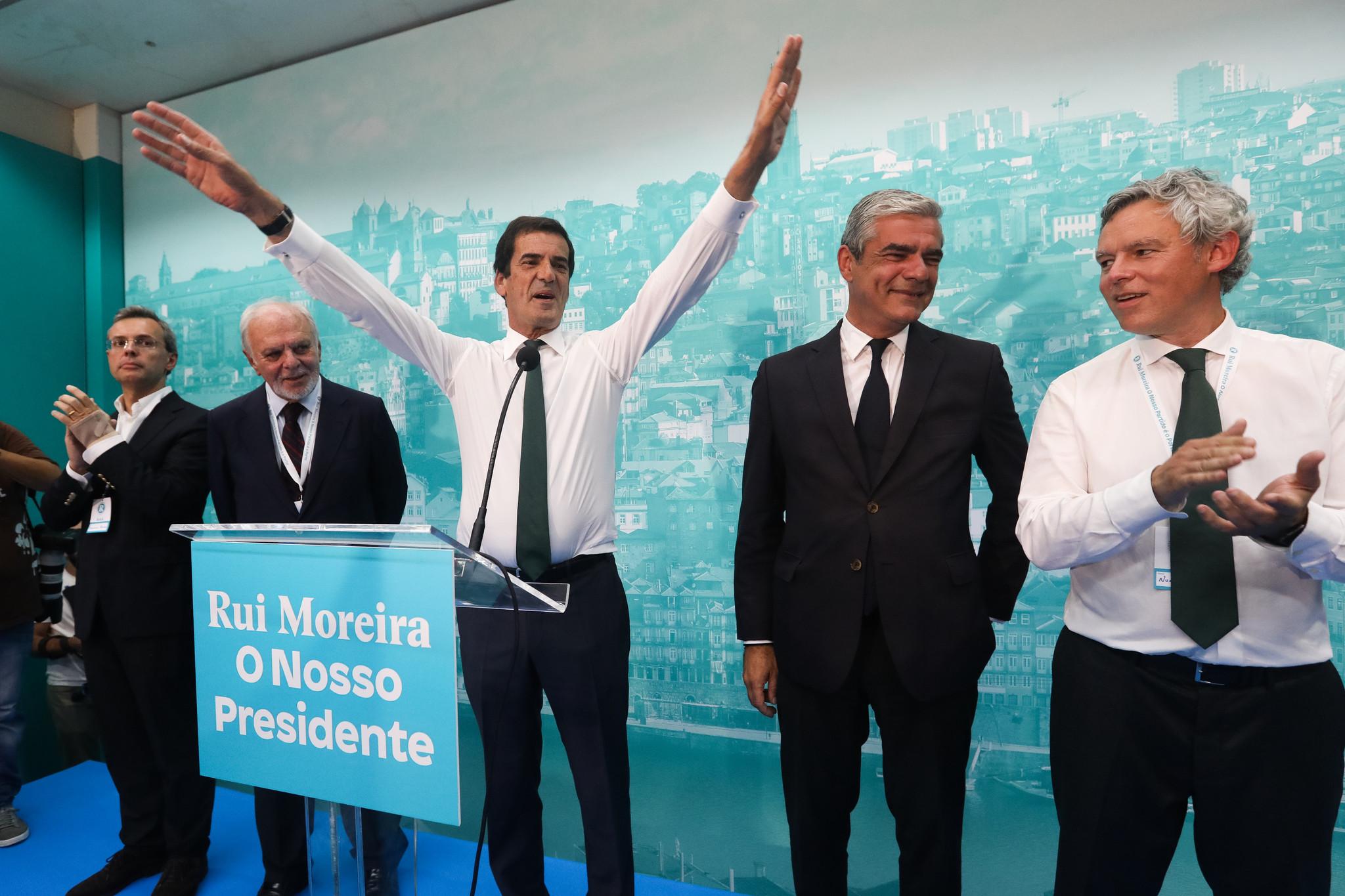 Fotos da noite eleitoral na sede de Rui Moreira 1