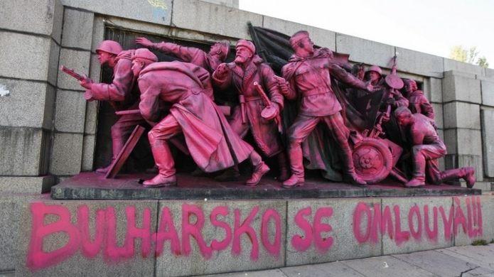 monumento rosa sovietico exercito