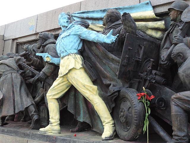 ucrania monumento bulgaria grafitti