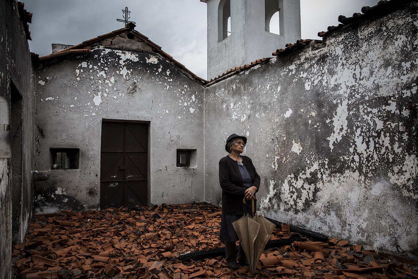 Quando uma capela arde há uma aldeia que chora