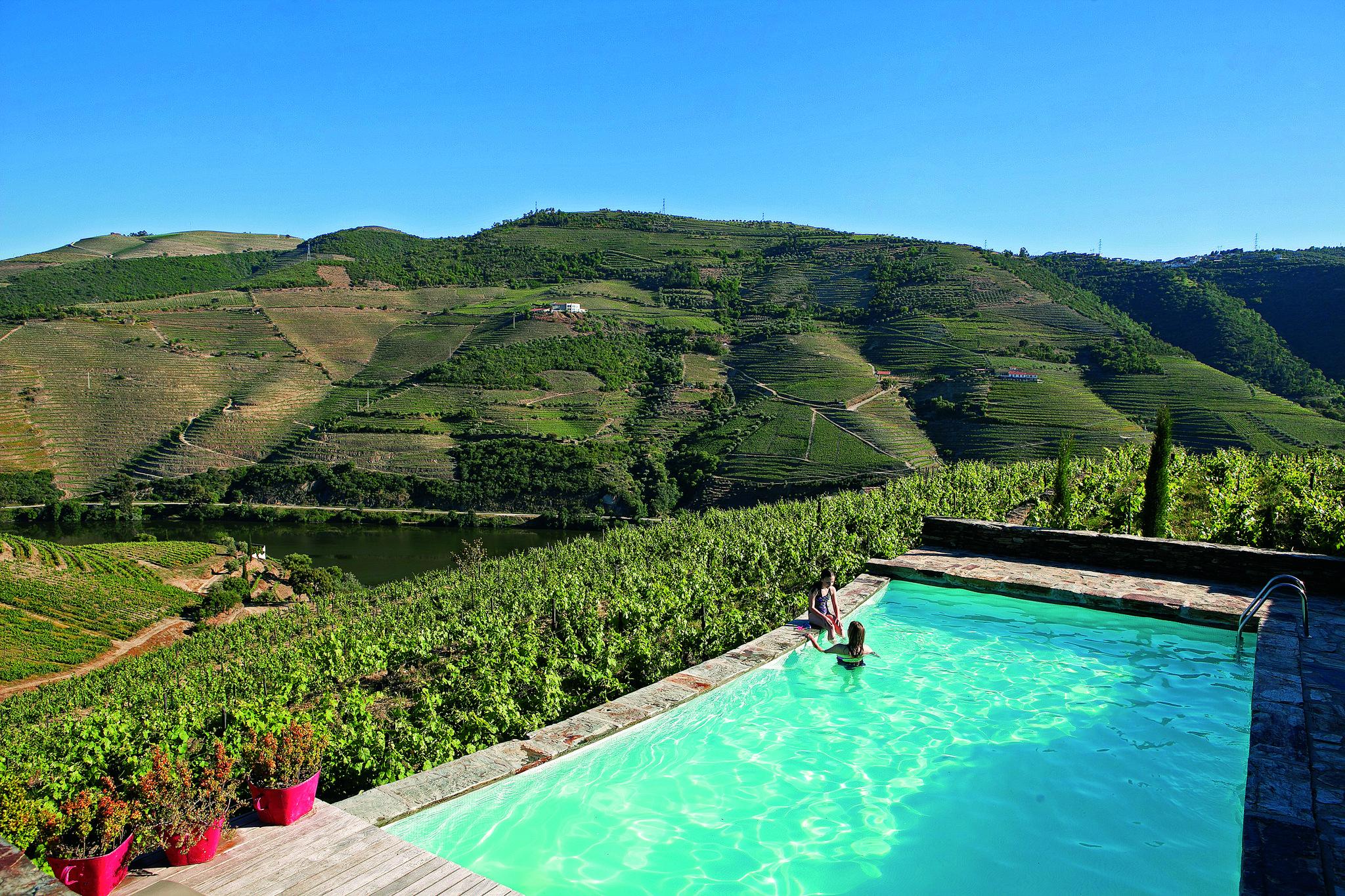 Quinta Nova de Nossa Senhora do Carmo: Dias lentos a olhar as vinhas do Douro