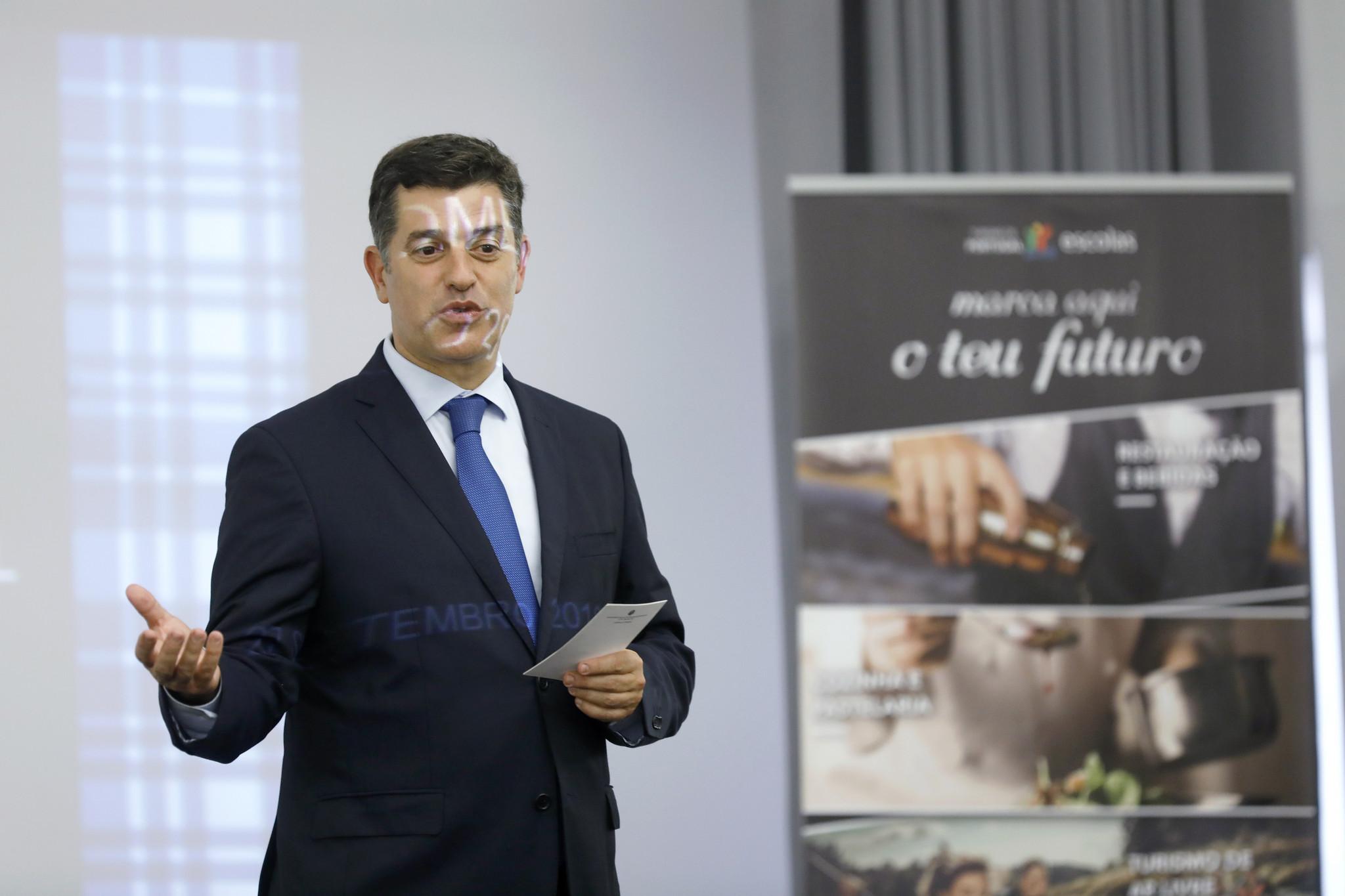 Manuel Caldeira Cabral Ministro Economia.JPG