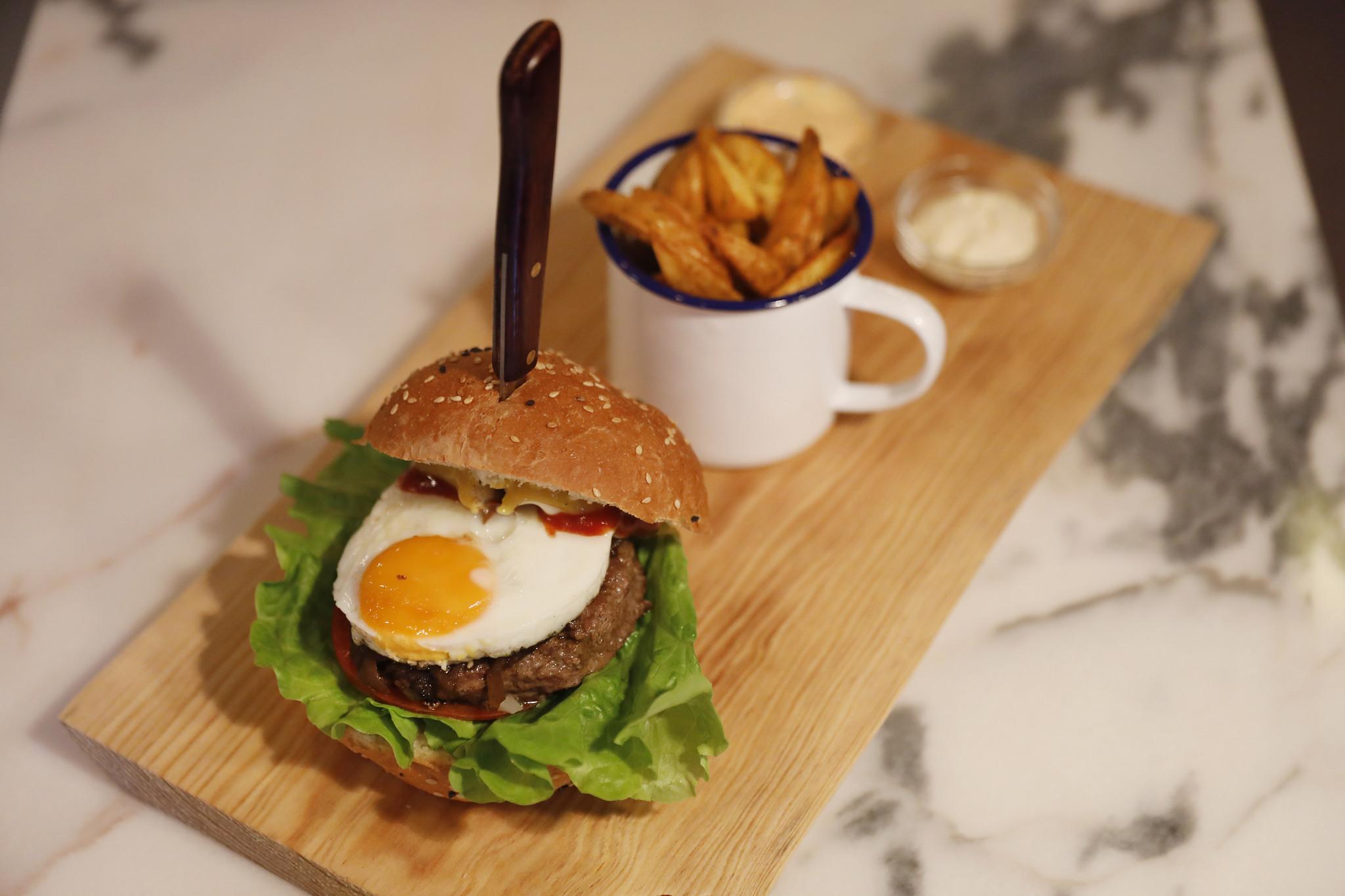 MB Blues Burger rest 12A.jpg