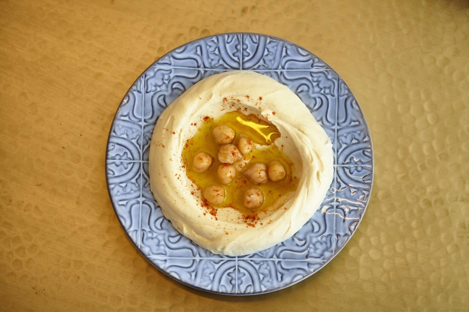 Em Lisboa, o húmus serve-se à mesa do restaurante Za'atar – e nós damos a receita