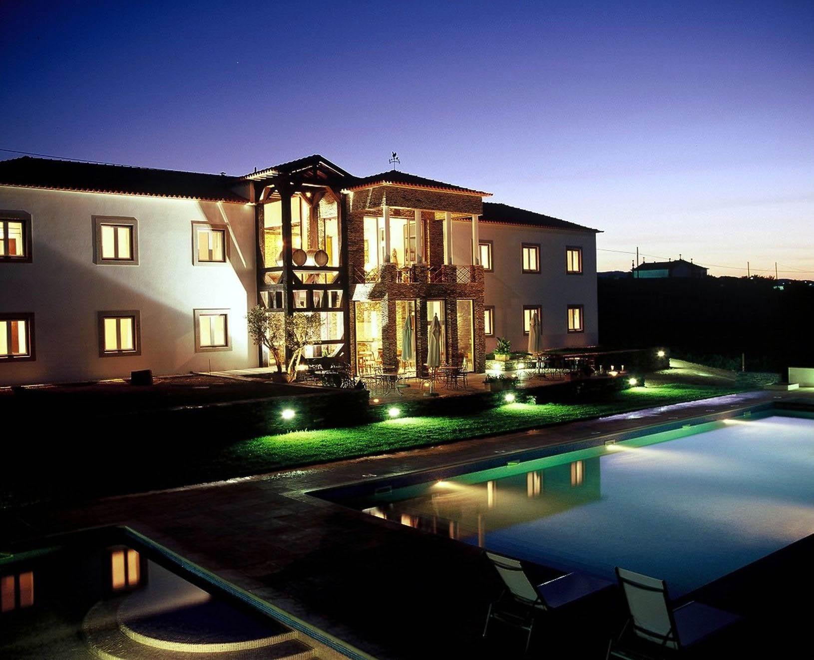 casa pipas e piscina - noite.jpg