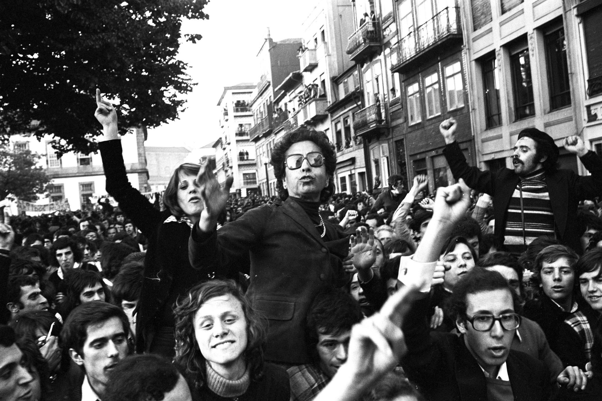 O que foi o 25 de abril de 1974?