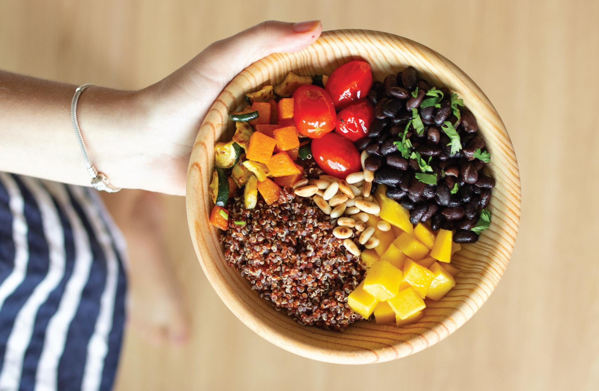bowl de quinoa lillian barros.jpg