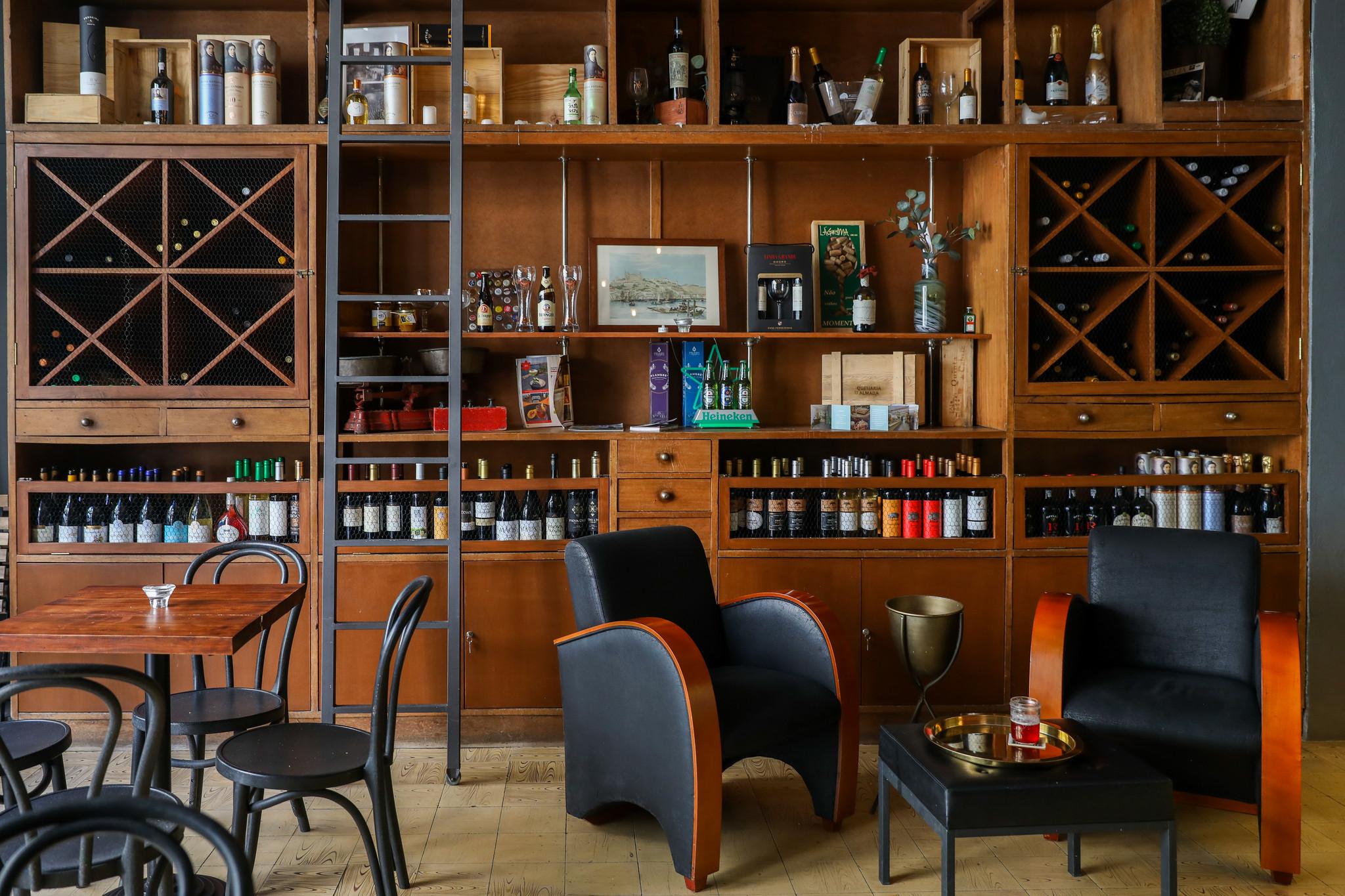 LM-Lágrima Wine Bar.jpg