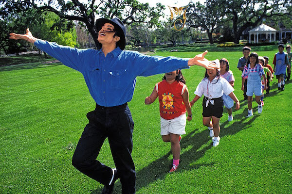 Michael-Jackson-by-Harry-Benson-1993-Inside-Neverland-HQ-michael-jackson-31087232-1993-1300.jpg