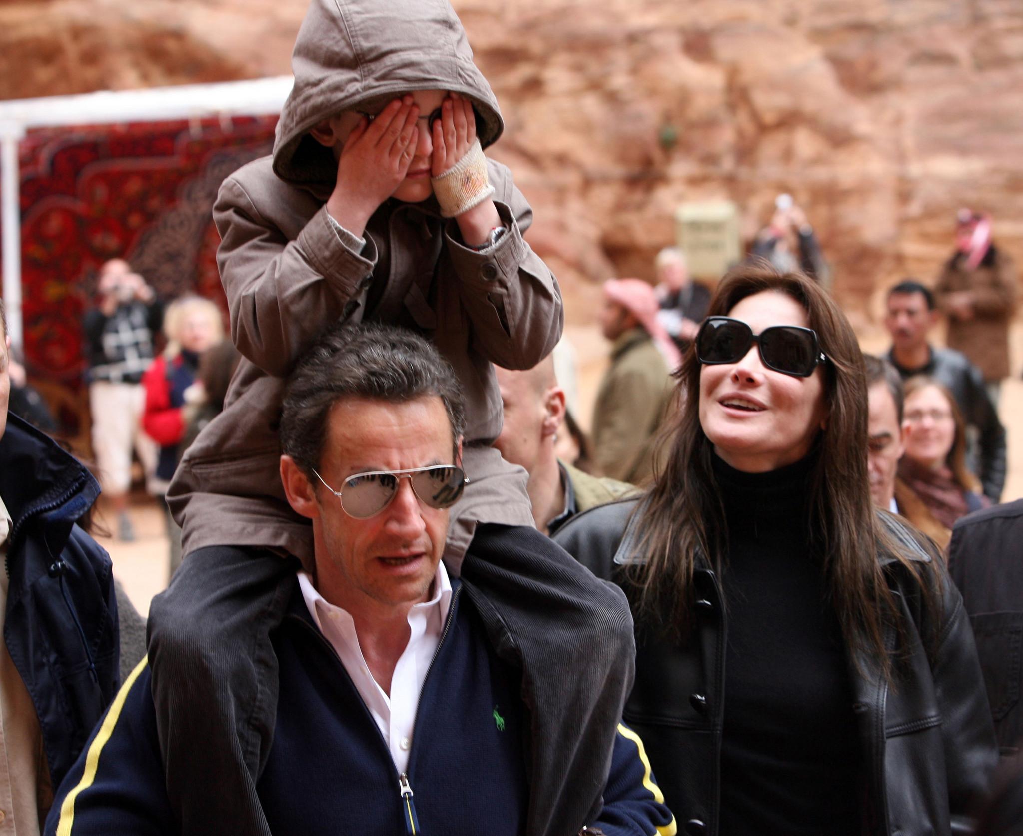 Carla Bruni, Sarkozy e o filho dela