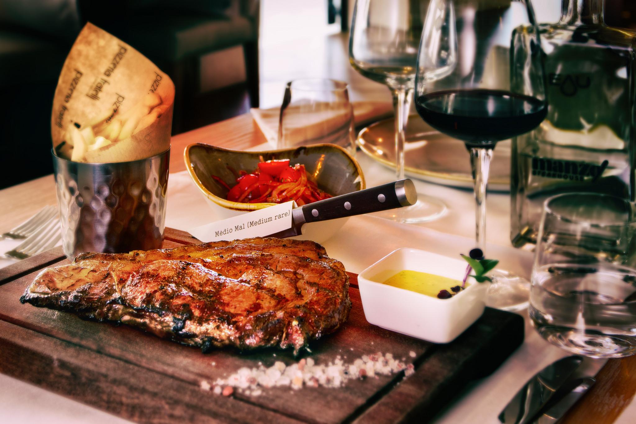 Manzo Steakhouse 2.jpg