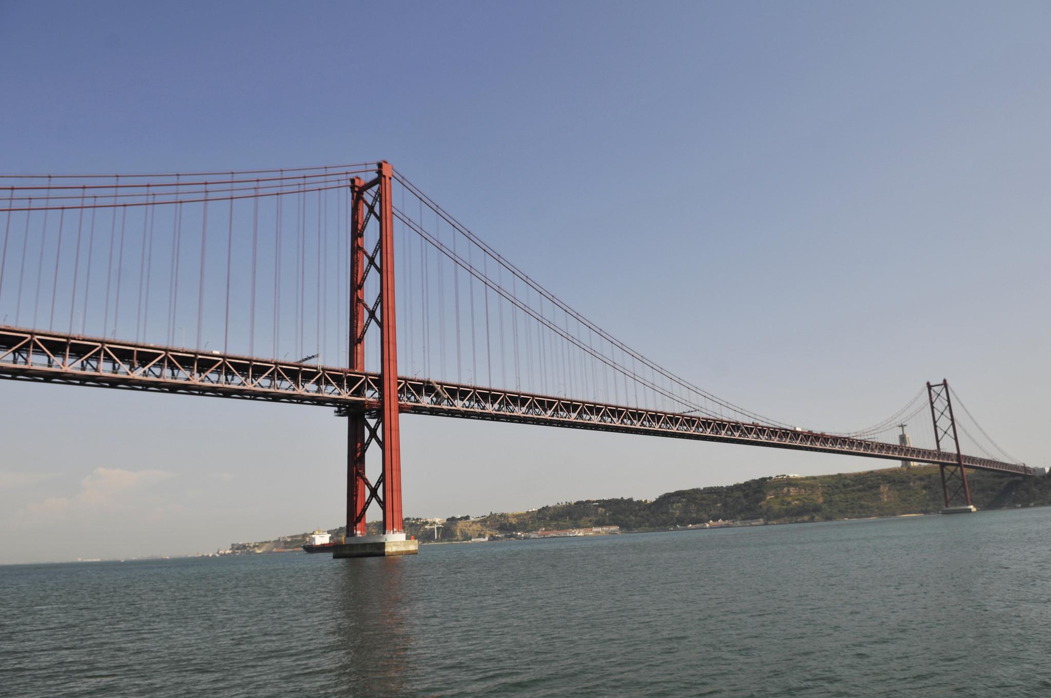 Uma ponte que nos (des)une há 50 anos