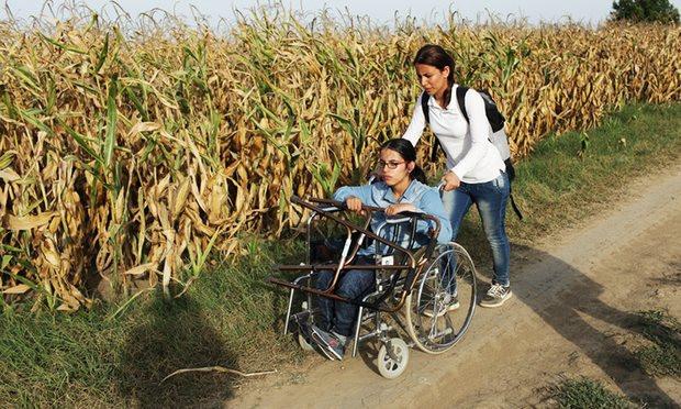 A comovente história de Nujeen, adolescente síria que em cadeira de rodas fugiu de Alepo e conseguiu chegar à Alemanha