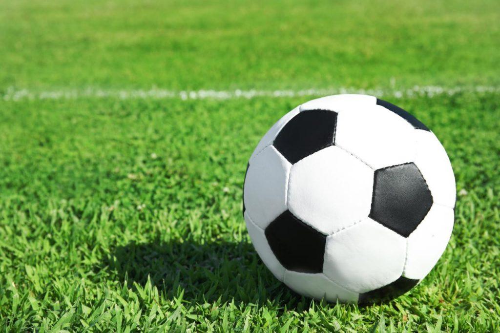 Visão | Bola ao centro: 20 sítios para ver os jogos decisivos da ...