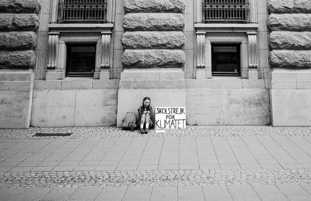 Foto da primeira greve climática de Greta Thunberg torna-se viral