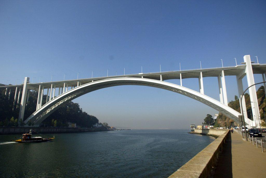 """IP garante que """"segurança não está em causa"""" na Ponte da Arrábida"""
