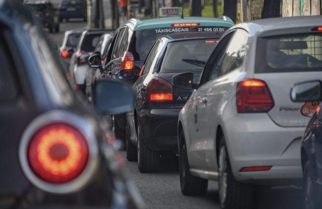 OCDE diz que Portugal deve subir imposto sobre gasóleo e promover transportes públicos