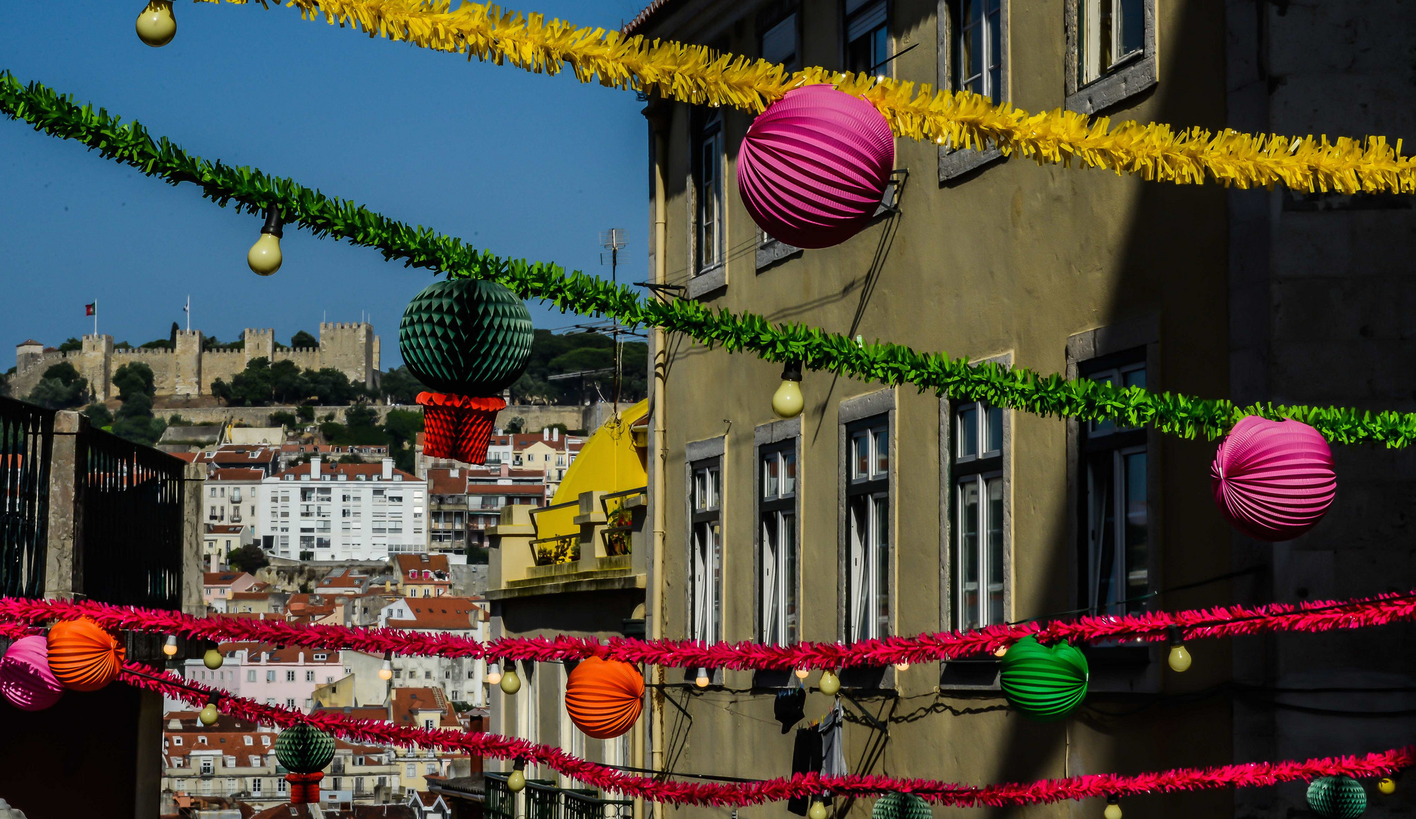 festas de lisboa_streets and castle_jose frade.jpg