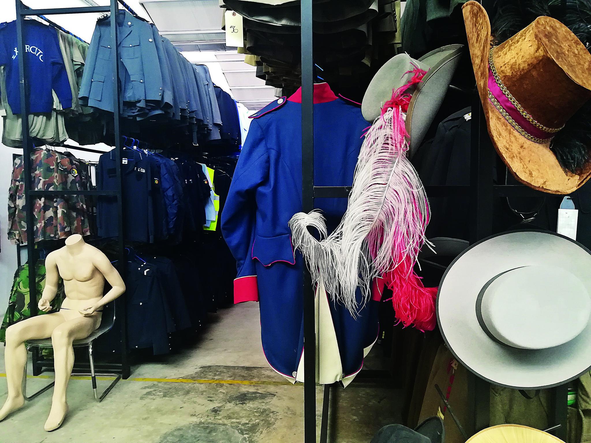 RR Guarda Roupa Peris Costumes V71380 15.jpg