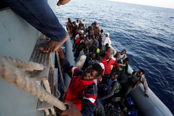 Reportagem em Lampedusa: Mar de vítimas e heróis