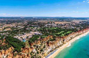 Apesar do Brexit, britânicos continuam a ser quem mais compra casas de luxo do Algarve