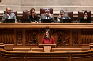 """CDS pede """"respeito"""" ao Governo e denuncia """"encenações"""" da esquerda"""