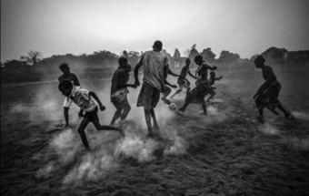 Fotógrafo português premiado no World Press Photo está desempregado e nem máquinas tem