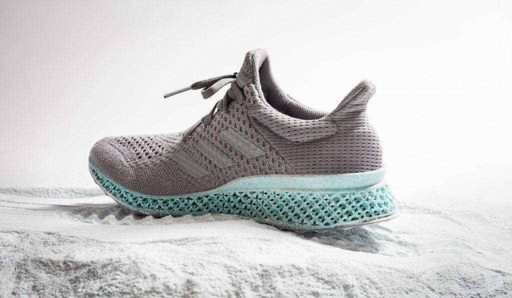 Visão | Adidas quer vender cem mil ténis com solas feitas em