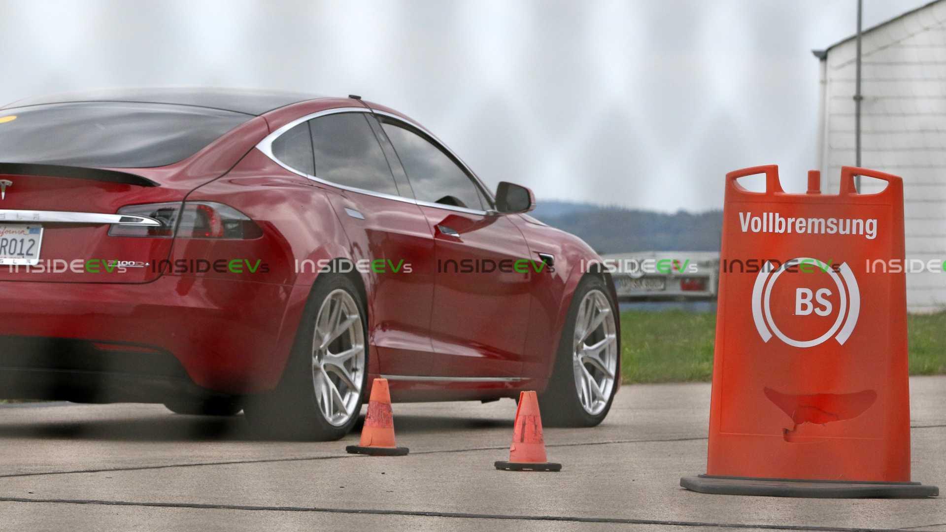 tesla-model-s-nurburgring.jpg