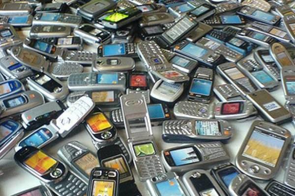 telemóveis em grupo .jpg