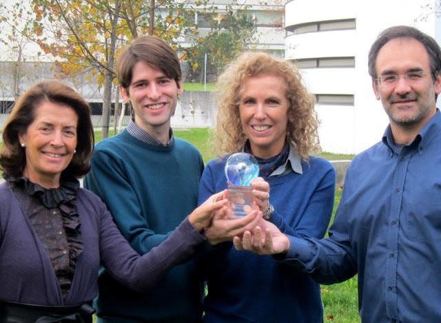 O grupo de investigadores com o World Technology Award.jpeg