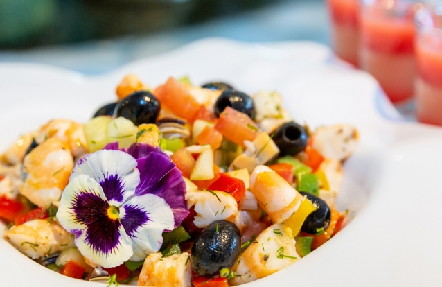 No Oásis Restaurant Terrace, em Cascais, o brunch vem acompanhado com a vista de mar