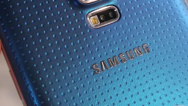 Galaxy-S5-tight.jpg