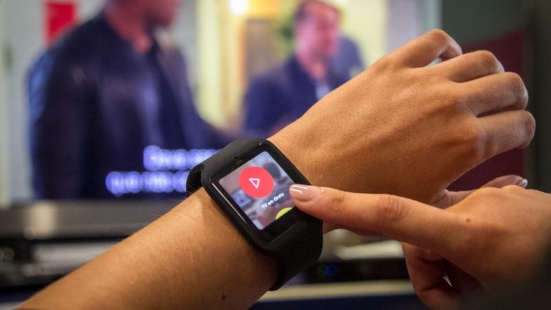 Vodafone TV Sony SmartWatch 3 no pulso.jpg