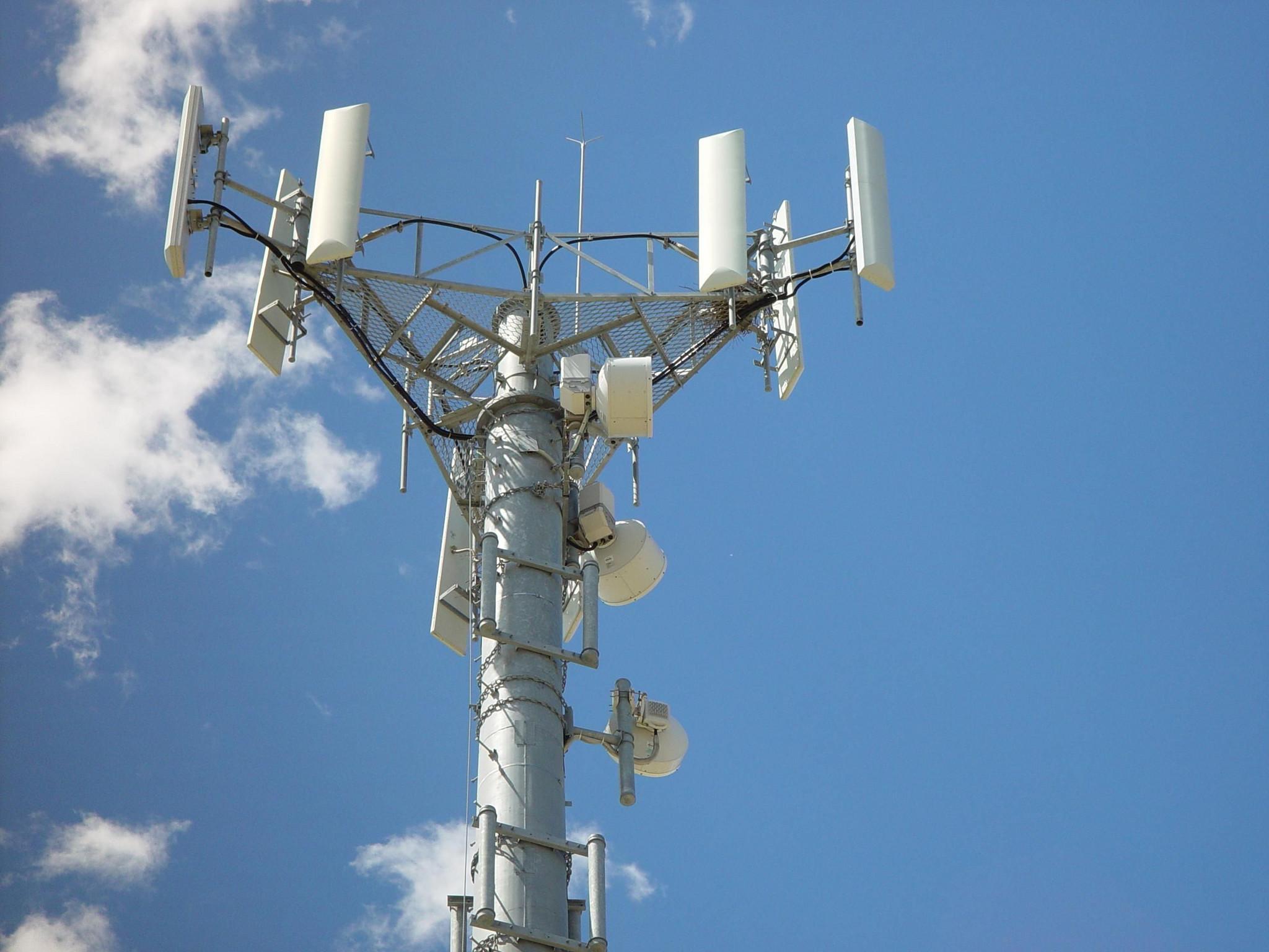 Mobile_telephone_antennas_tower.jpg