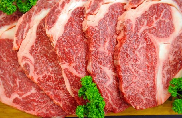 Comer carne vermelha faz bem ou mal? As opiniões dividem-se