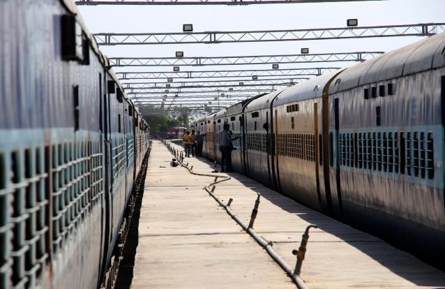 Covid-19: Com comboios parados da Índia, carruagens transformadas em câmaras de isolamento móveis