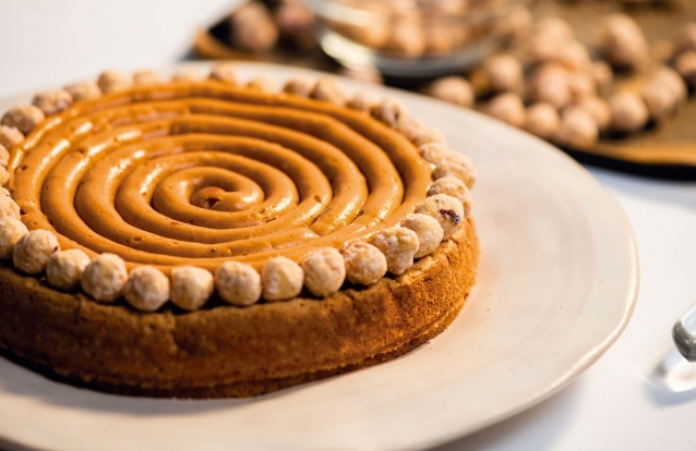 Receita de bolo de avelã e caramelo cremoso, por Francisco Moreira