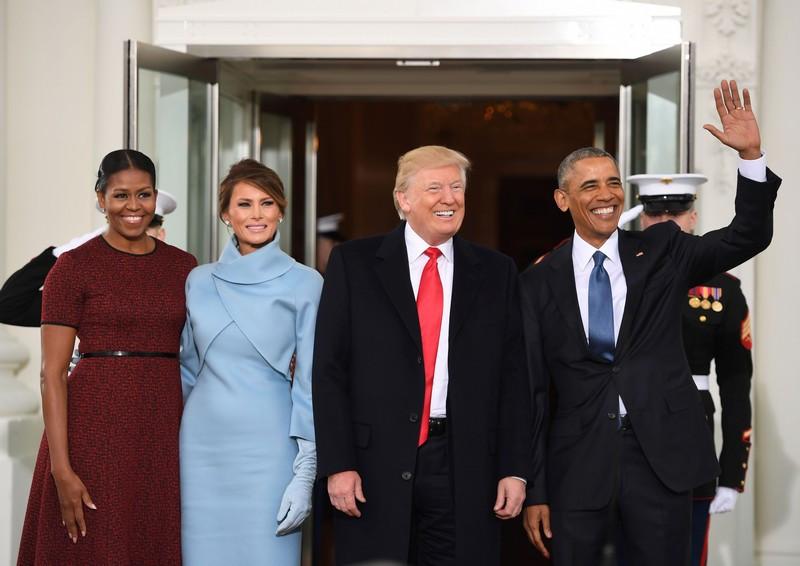 13 Barack e Michelle Obama recebem Donald e Melania Trump na Casa Branca.jpg