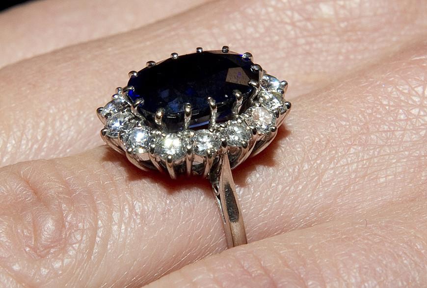 caras anel de noivado de kate podia estar no dedo de meghan markle anel de noivado de kate podia estar