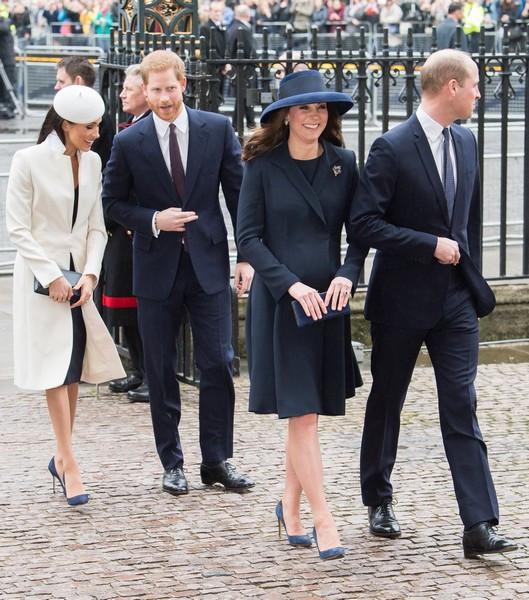 2 Kate, William, Meghan e Harry.jpg