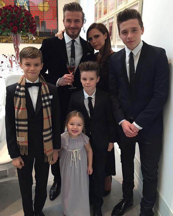 19 Victoria e David Beckham com os filhos, Brooklyn, Harper, Cruz e Romeo.jpg