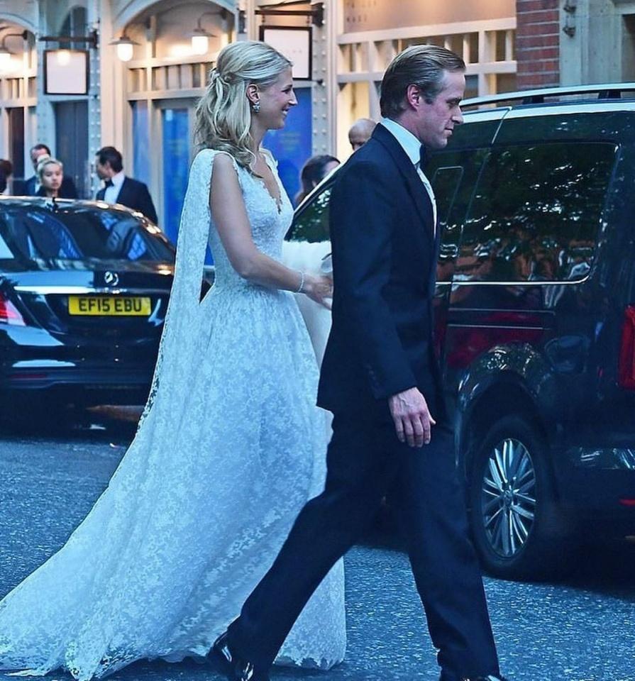 Vestido azul bolinhas brancas e tiara