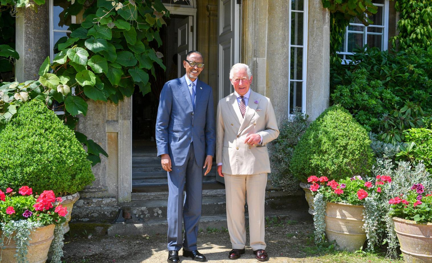principe carlos e presidente do ruanda.PNG