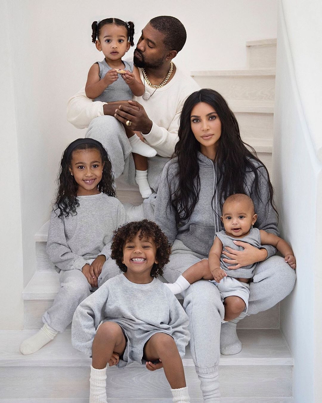 Kim Kardashian e familia.jpg