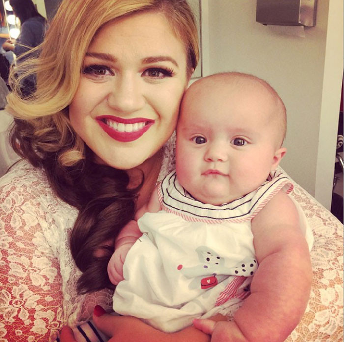 Kelly Clarkson com a filha, River Rose.jpg