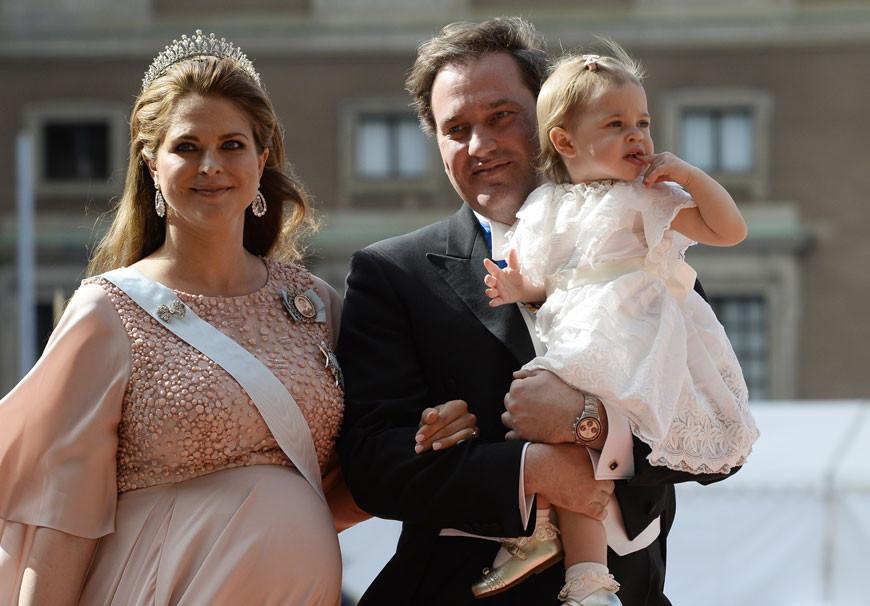 Madalena da Suécia e Chris O'Neill com a filha, Leonore.jpg